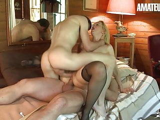 AmateurEuro - MILF Mom Louise Du Lac Takes DP In Hot 3way